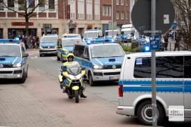 Starke Polizeikräfte waren im Einsatz, um den Autokorso zu begleiten (Foto: Bührke)