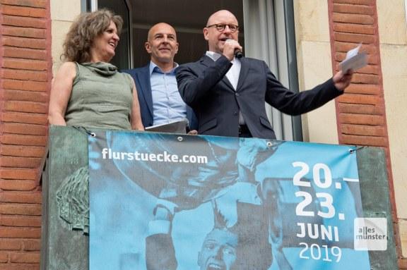 """Clair Howells vom Theater Titanic, LWL-Vizechef Dr. Georg Lunemann und OB Markus Lewe eröffneten die """"Flurstücke 019"""". (Foto: Michael Bührke)"""
