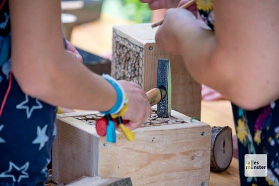 Die jüngeren Besucher hatten die Gelegenheit, Insektenhotels zu bauen (Foto: Michael Bührke)