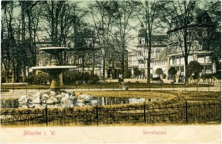 Park statt großer Kreuzung: Diese Postkarte zeigt den Blick auf einen Brunnen am Servatiiplatz Richtung Salzstraße. (Foto: Unbekannter Fotograf, Druck, ohne Verlagsangabe, 1905, gestempelt 5.6.1905)