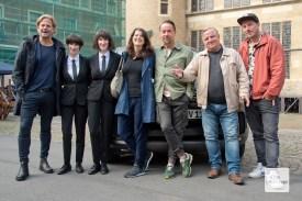 (v.l.): Jan Kruse (Produktion), Melanie und Daniela Reichert, Sophie Seitz (Redaktion), Jan Josef Liefers, Axel Prahl und Sven Halfar.