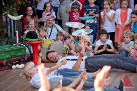 """Das Zirkustheater """"StandArt"""" machte sich für die jüngsten Besucher krumm. (Foto: Michael Bührke)"""