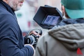 Noch während die Kamera läuft, wird die Aufnahme am Monitor kontrolliert. (Foto: cf)