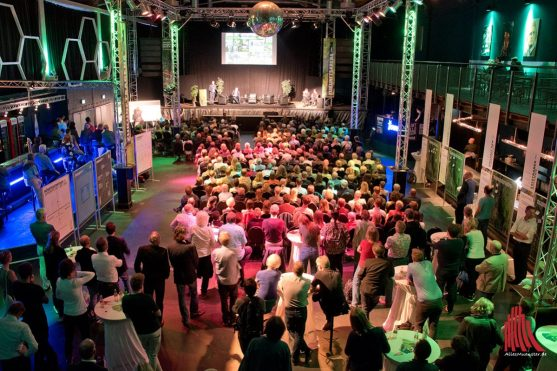"Über 500 Bürgerinnen und Bürger kamen ins Jovel, um sich an der ""Zukunftsarena"" zu beteiligen. (Foto: Michael Bührke)"