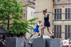 """Die Gruppen Motionhouse und NoFit State Circus mit dem Tanztheaterstück """"Block"""". (Foto: Thomas Hölscher)"""