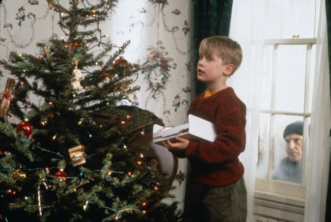 Home Alone %E2%80%93 1990 - TOP 10 BEST CHRISTMAS MOVIES OF ALL TIMES
