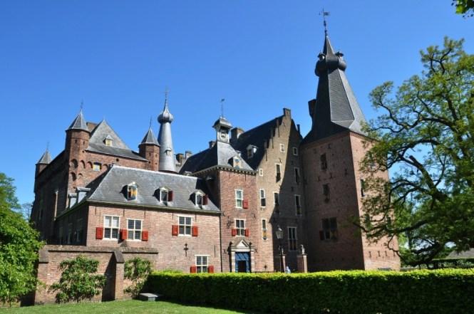 Kasteel Doorwerth - TOP 10 MOST BEAUTIFUL CASTLES IN THE NETHERLANDS