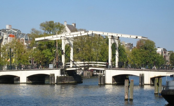 Magere brug - TOP 10 MOST FAMOUS BRIDGES IN THE NETHERLANDS
