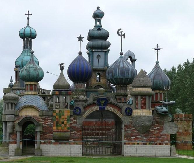 Nederlands Kremlin - TOP 10 MOST USELESS BUILDINGS EVER MADE (FOLLIES)