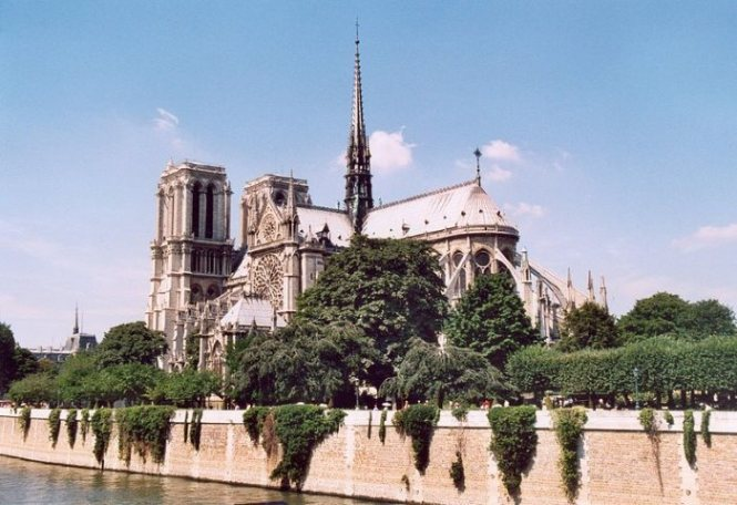 Notre Dame 2 - TOP 10 TOURIST ATTRACTIONS IN PARIS - 10 ORIGINAL THINGS TO DO IN PARIS