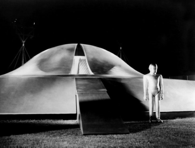 The Day the Earth Stood Still - TOP 10 COLD WAR MOVIES