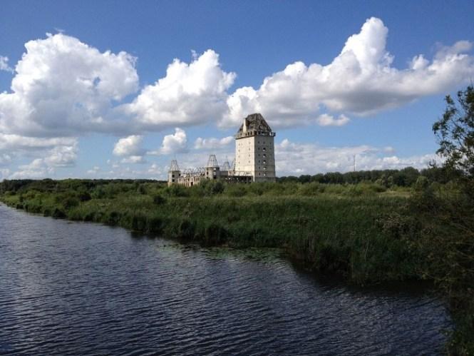 Verlaten kasteel in Almere - TOP 10 UNIQUE SIGHTS IN THE NETHERLANDS