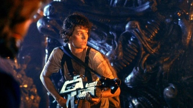 aliens 1 - TOP 10 ACTION MOVIES WITH A WOMAN IN THE LEADING ROLE