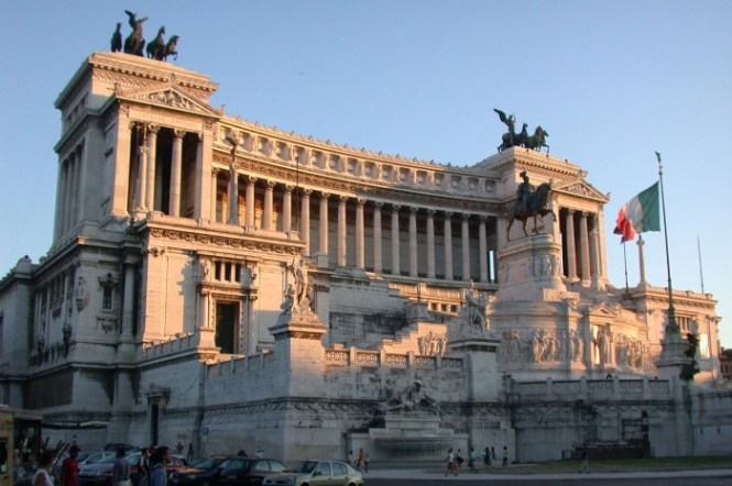 monument van Victor Emanuel II - TOP 10 THINGS TO DO IN ROME ,ITALY THE BEST TOURIST ATTRACTIONS