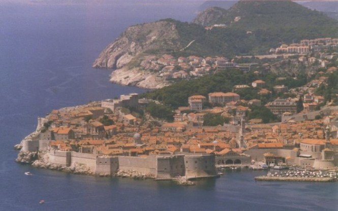muren - TOP 10 TOURIST ATTRACTIONS IN DUBROVNIK FUN THINGS TO DO BEAUTIFUL THINGS TO SEE