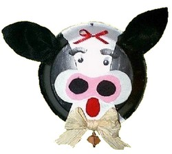 kitschy cow made from a pie plate
