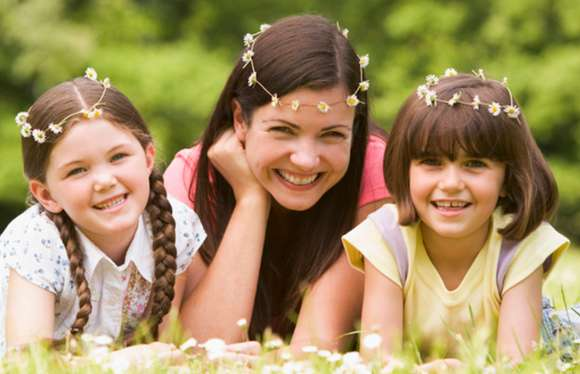 mom and daughters wearing daisy chains