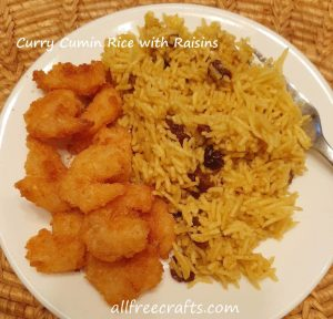 rice mix with raisins served with shrimp