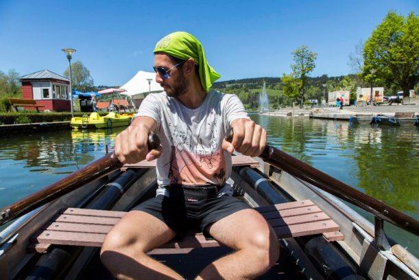 Sport für die Arme: Ruderboot fahren auf dem Alpsee auf der Radrunde Allgäu.