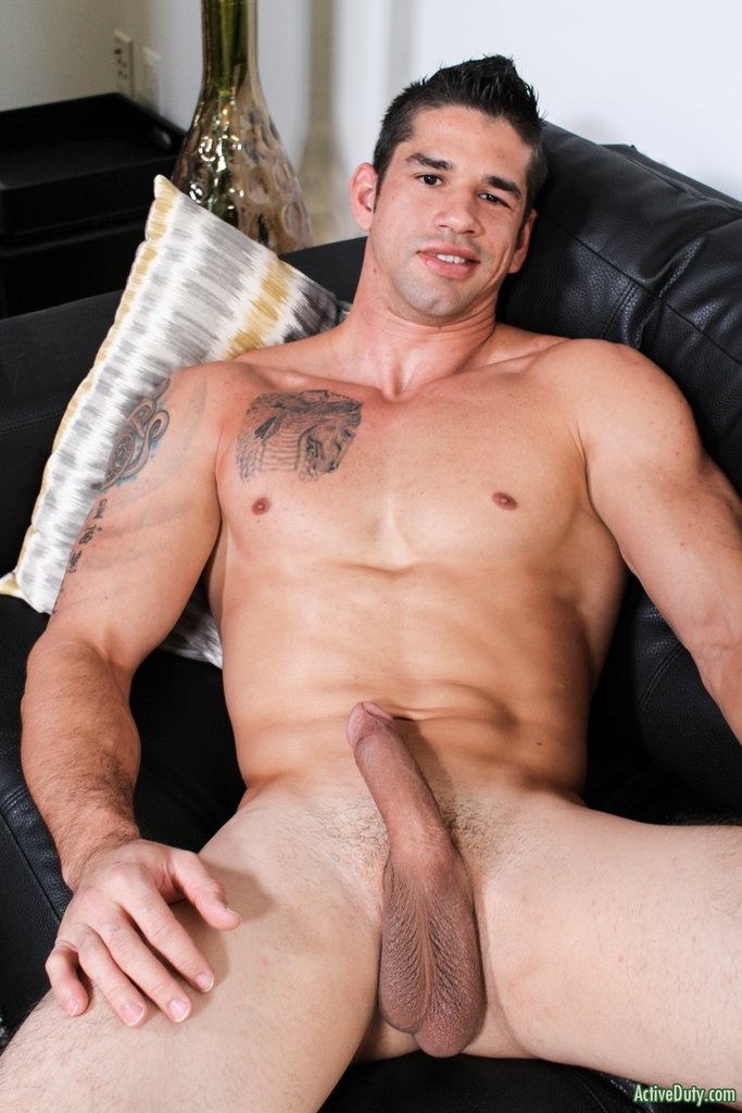 Muscular Hunk Jason Richards Jerking off 02