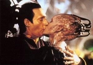first-contact-data-queen-kiss