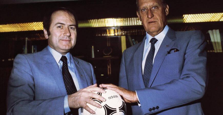 Havelange übergibt Blatter den Weltfußball