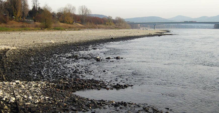 Rheinpegel bedenklich niedrig