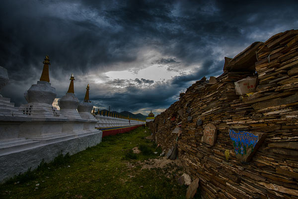 The worlds largest Mani stone wall is located in Sershul county, northwest Graze Tibetan Prefecture - the sacred Mani Stones