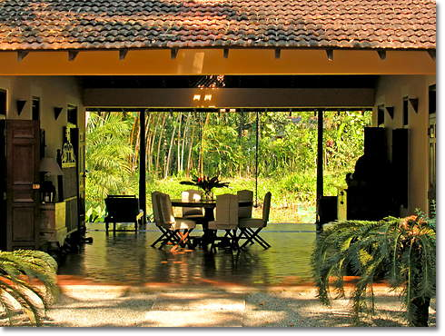Common area between Ginger and Jasmine Pond House at Apa Villa Illuketia, Sri lanka