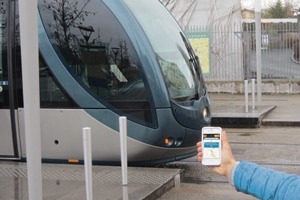 tramway-iphone-smart-city-transport-article