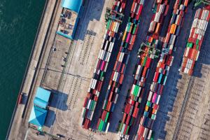 Après un an de développement, Ovrsea a lancé début 2018 une interface web dotée de technologies qui automatisent l'ensemble des tâches administratives et permettent aux entreprises de réduire le temps consacré à la gestion du transport de marchandises.
