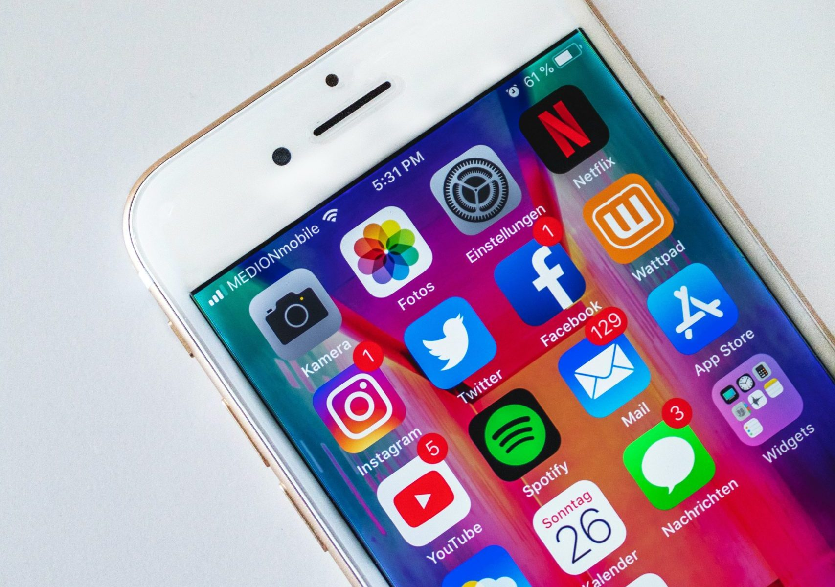 phone with social media apps for mental health professionals