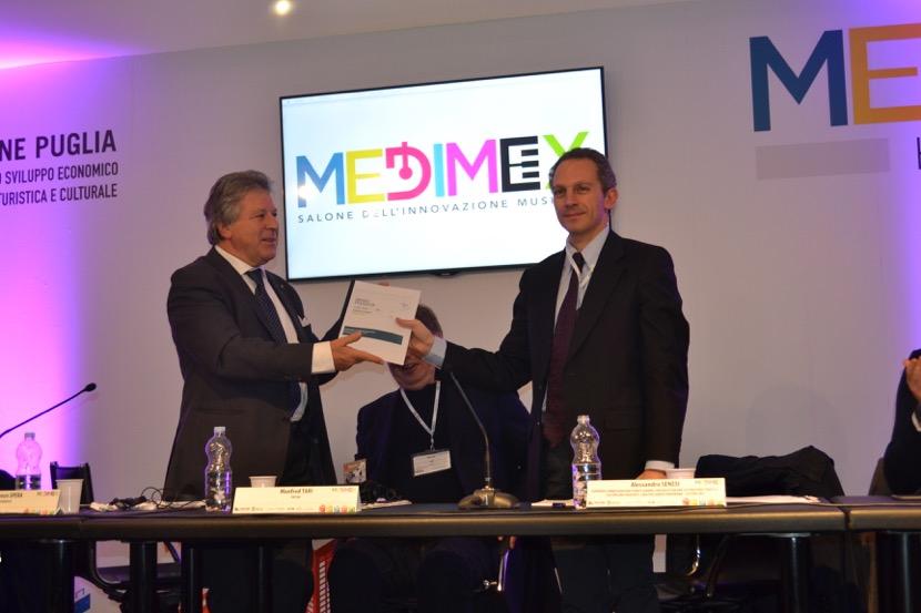 Assomusica al Medimex - consegna del documento
