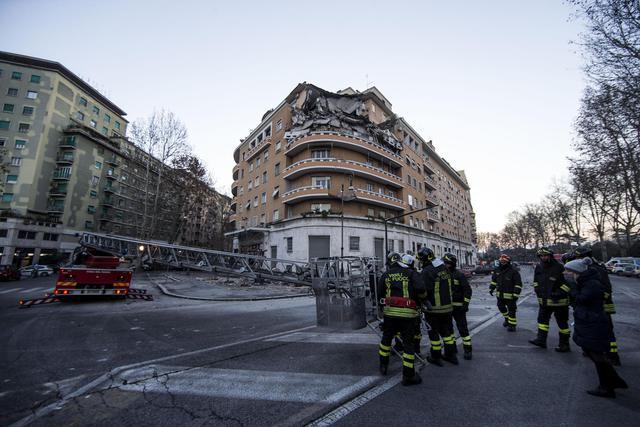 Crollo in palazzo: sfiorata tragedia, SOS da inquilina