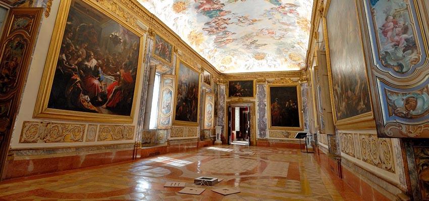 Una sala del Palazzo Buonaccorsi, a Macerata