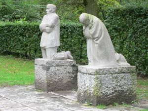 The Grieving Parents, a memorial to Kollwitz's son Peter, now in Vladslo German war cemetery.
