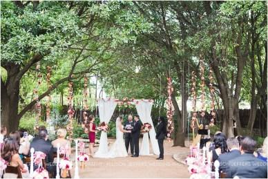 cranberry-fall-wedding-at-hoffman-haus-in-fredericksburg-texas-wedding-photos_0017
