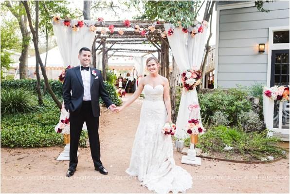 cranberry-fall-wedding-at-hoffman-haus-in-fredericksburg-texas-wedding-photos_0023