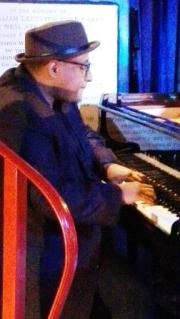 This image has an empty alt attribute; its file name is Andre-Petersen-at-piano-2.jpg