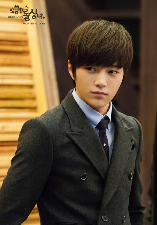 INFINITEs L Suits Up In Still Cuts For Cunning Single