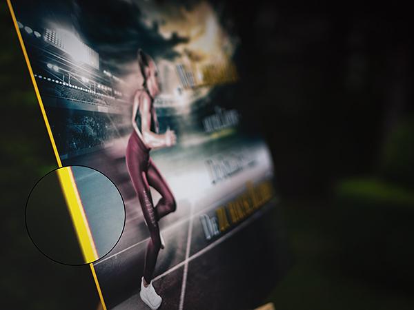 Motivationsposter auf gelbem PVC passend zum Gesamtbild