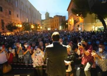"""Giuseppe Conte risponde a Fedez: """"Non va bene la capienza all'80% per i concerti, dobbiamo ripartire!"""""""
