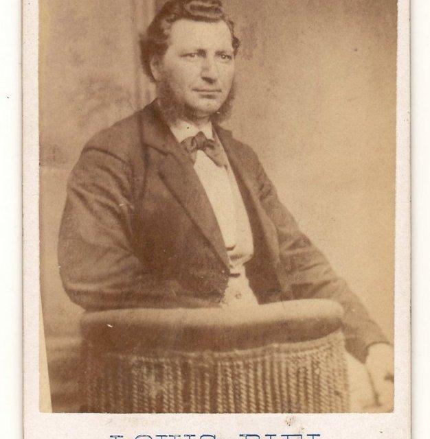 """Louis Riel, S. Davis & Sons, Montreal Real Photo 2.5×4"""" Carte de Visite"""
