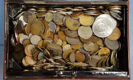 World Coins 1890/1990 mix in oldtime metal box (8 Pounds)