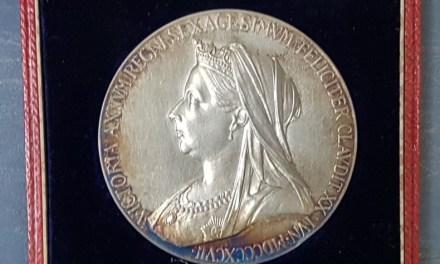 G.B. Unc 1897 Diamond Jubilee 55mm 80gm cased Silver Medal