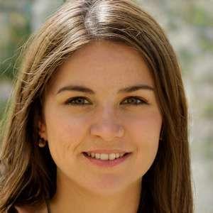 je suis une fille souriante et je souhaite me mettre en couple sur Nîmes