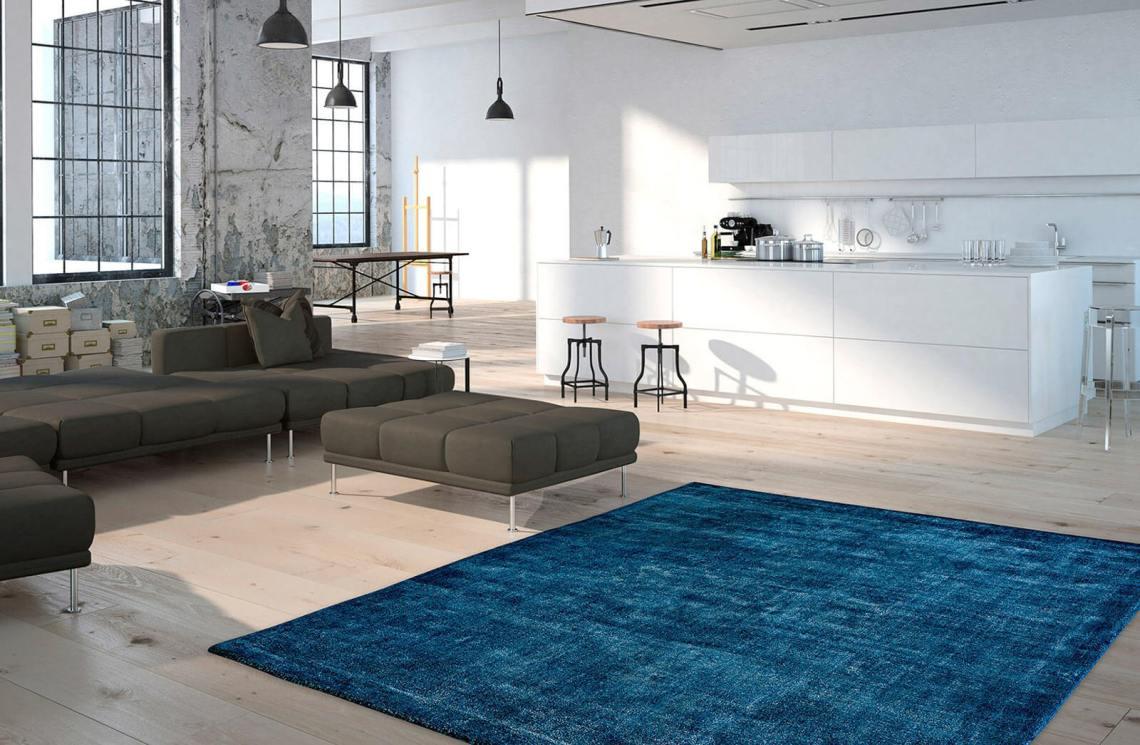 tapis bleu canard à poils courts