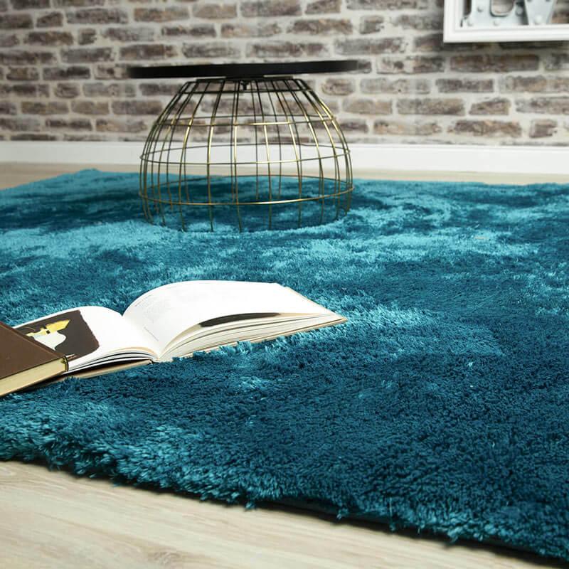 tapis bleu canard moelleux