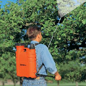 backpack sprayer for gardener
