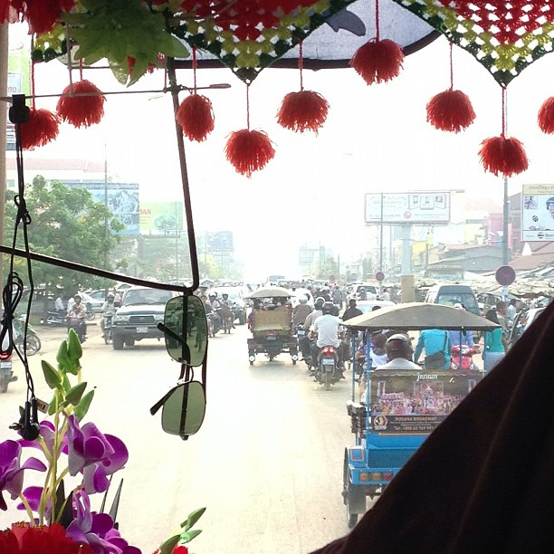 The fantastic decor of the Siem Reap to Phnom Penh bus, with a view of the traffic .